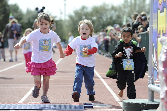 kids-cross-finish-line